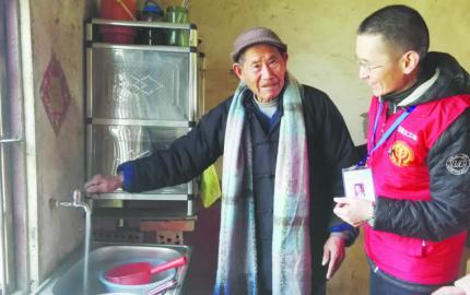 不一样的春节——85岁老人平生第一次用上了自来水